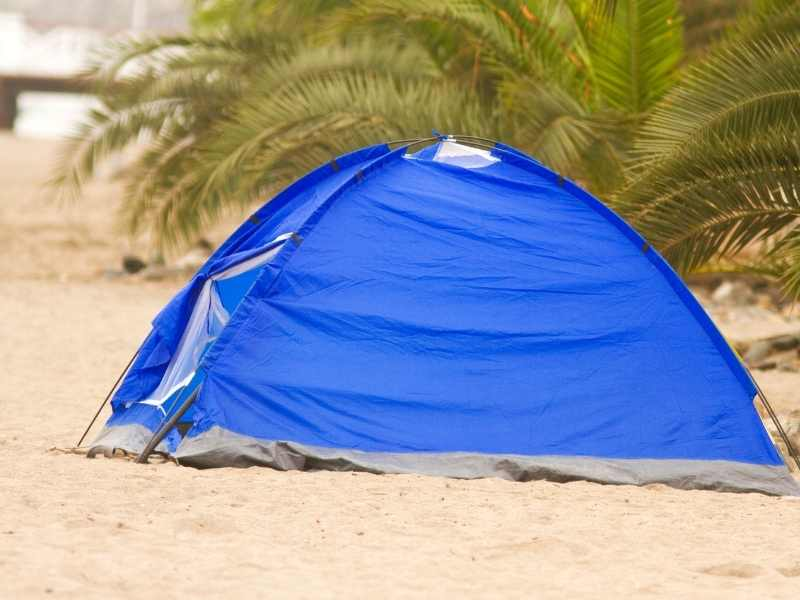fully enclosed beach tent-min